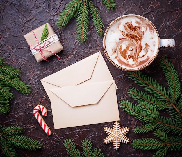 Рождественский фон с латте и буквами