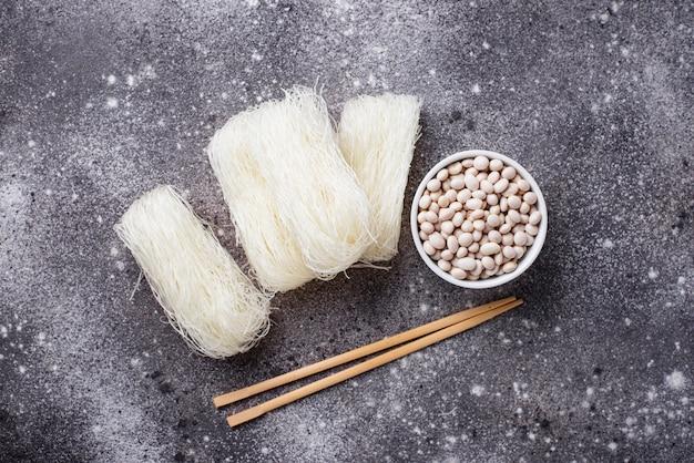 Сырые фунчоза, корейская фасолевая лапша