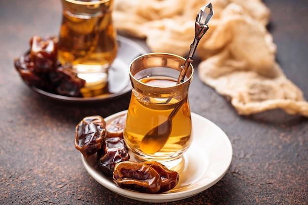 伝統的なアラビアティーと乾期
