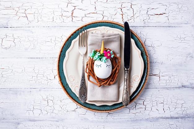 ウズラの卵とイースターテーブルの設定