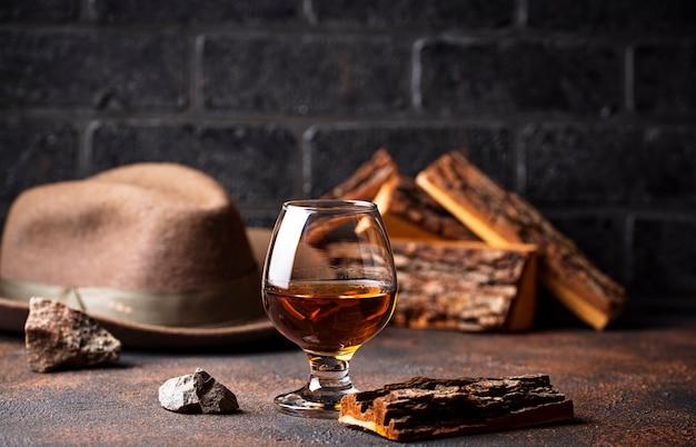コニャックやウイスキーのグラス。