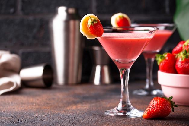 甘い夏のストロベリーアルコールカクテル