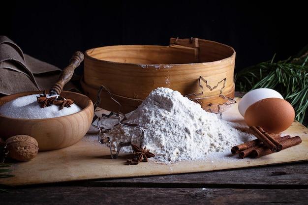 小麦粉、ふるい、卵セレクティブフォーカス