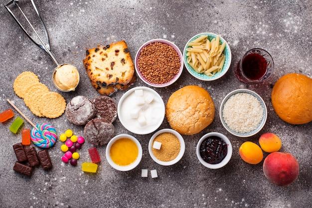 Ассортимент простых углеводов еды