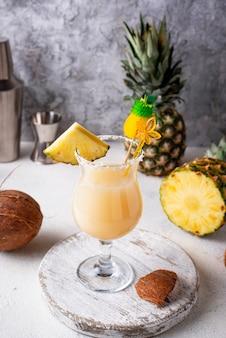 ピナ・コラーダ。伝統的なカリブのカクテル