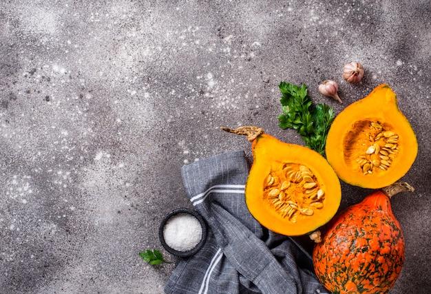 北海道かぼちゃの半分とスパイス