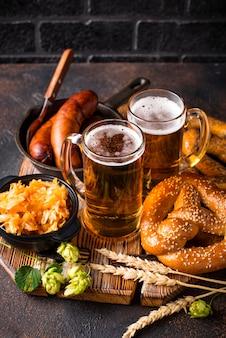 ビール、プレッツェル、バイエルン料理