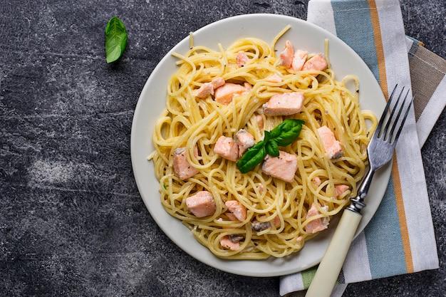 サーモンとバジルのパスタスパゲッティ