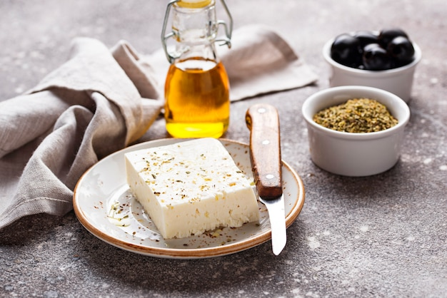 Свежий сыр фета со специями