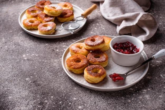 ローズジャムと自家製ドーナツ
