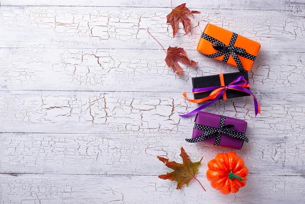 Хэллоуин фон с подарочной коробке