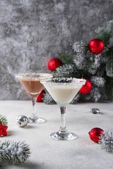 Рождественский шоколадный коктейль снежинка мартини