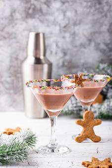 Сахарное печенье мартини с окропляет ободок