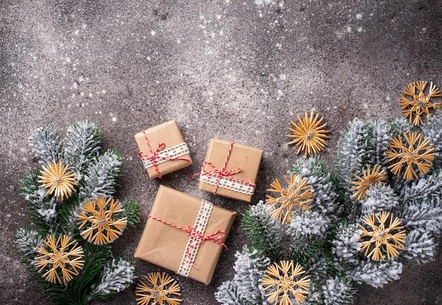ペーパークラフトのクリスマスギフトボックス