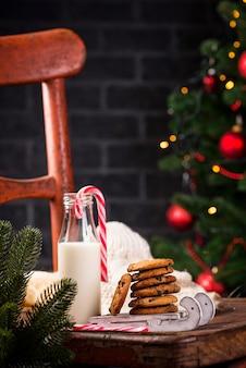 Печенье с шоколадом и молоком