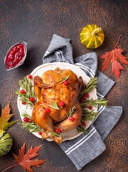 休日に焼かれた七面鳥または鶏肉