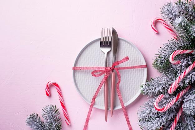Рождественская сервировка и розовый декор