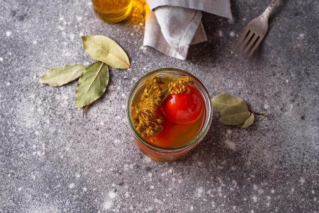 スパイスと自家製ピクルストマト