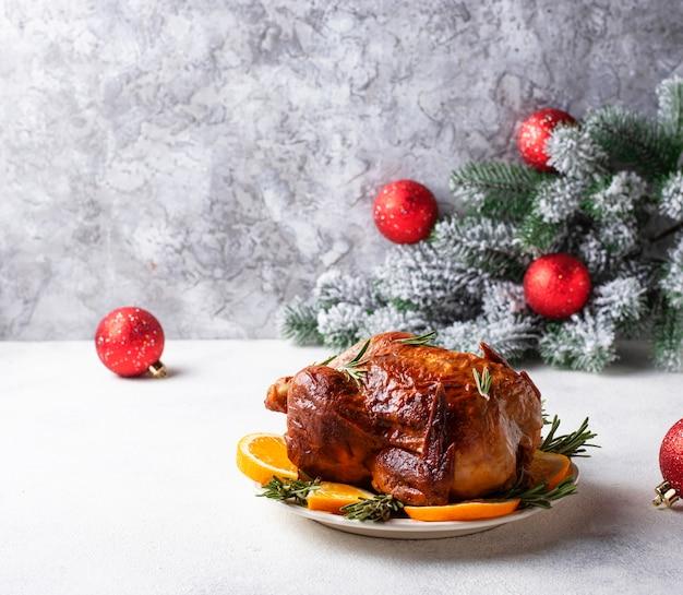休日に焼きたての七面鳥または鶏肉