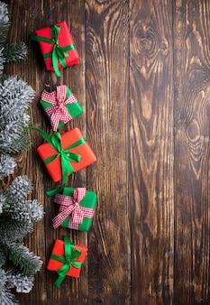 Новогодние подарочные коробки и зачищенная нить