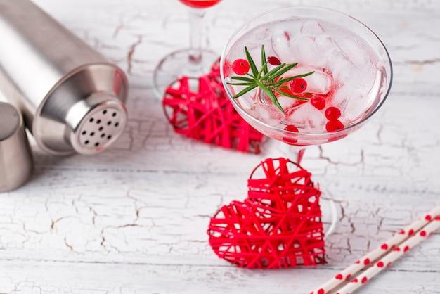 Клюквенный коктейль маргарита. день святого валентина напиток