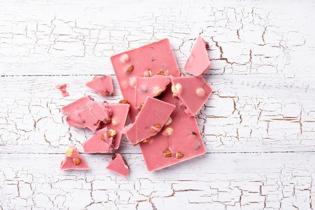 Розовый или рубиновый шоколад, модная еда