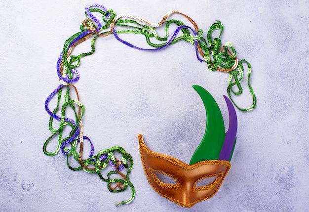 Марди гра фон с карнавальной маской