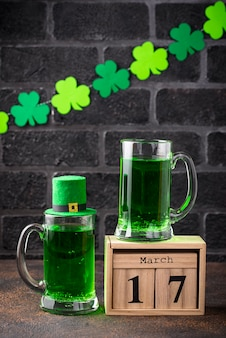聖パトリックの日グリーンビール