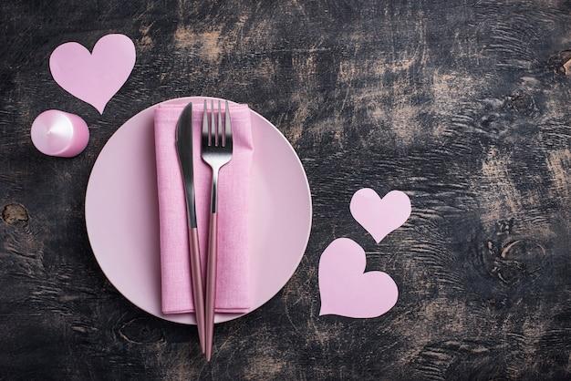 День святого валентина розовая сервировка