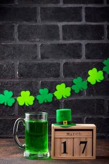 День святого патрика зеленое пиво
