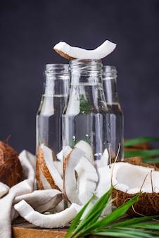 自然で健康な新鮮なココナッツ水