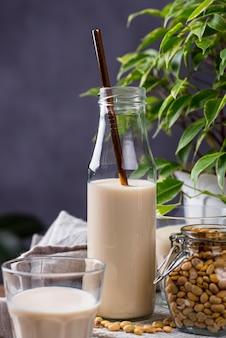 Немолочное веганское соевое молоко