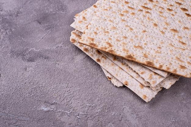 Традиционный ритуал еврейского хлеба маца