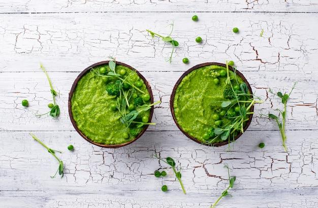 Веганский зеленый суп из брокколи или смузи