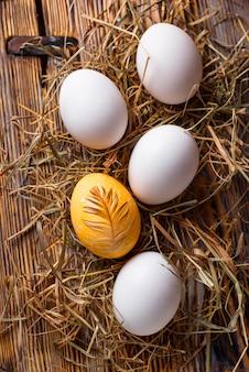 イースター塗装鶏黄金の卵