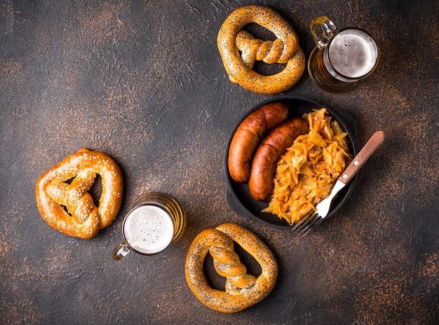 Пиво, крендели и баварская еда
