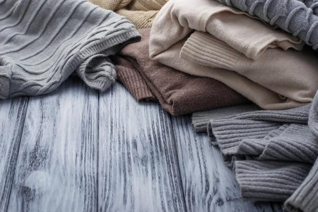 暖かいニットパステル調の服