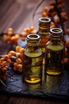 小瓶の中の海クロウメモドキ油