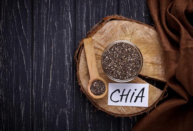 ボウルに健康的なチア種子