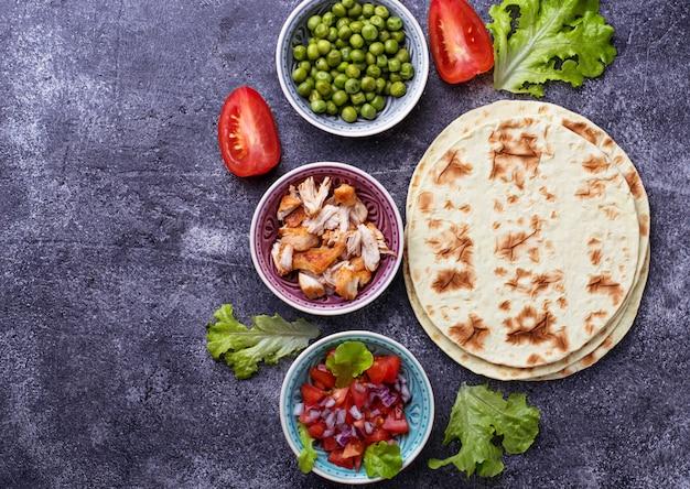 メキシコのタコスを料理するための原料