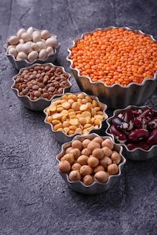 マメ科植物ひよこ豆、赤レンズ豆、黒レンズ豆、黄色エンドウ豆、豆
