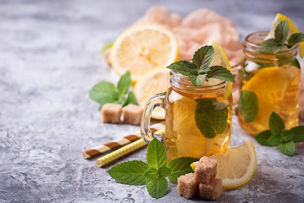 レモンとミントのアイスティー。