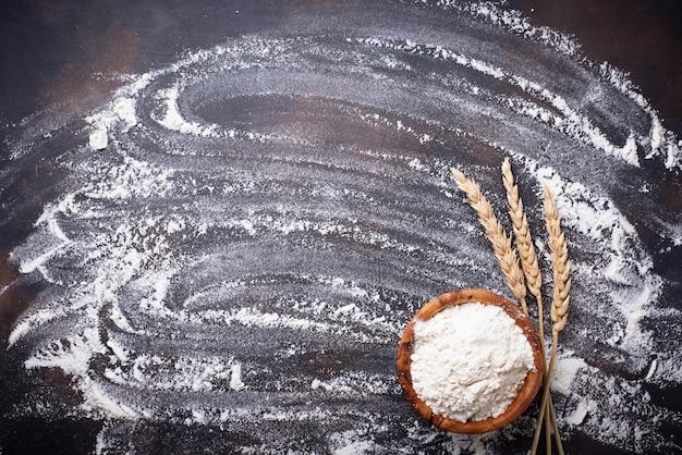 小麦粉のボウルと耳
