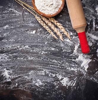 小麦粉、耳、麺棒