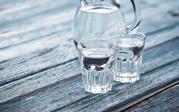 ガラスと冷たい水差し