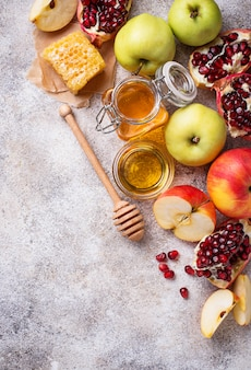 Мед, яблоко и гранат для рош ха-шана