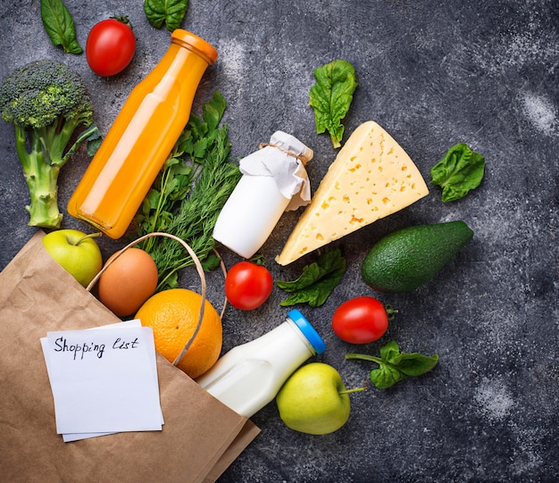 紙袋と健康的なオーガニック製品