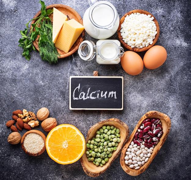 カルシウムが豊富な食品のセット。