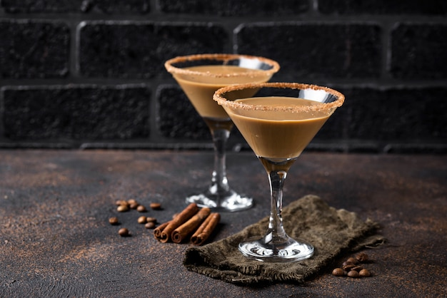 チョコレートマティーニカクテルやアイルランドのクリーム酒