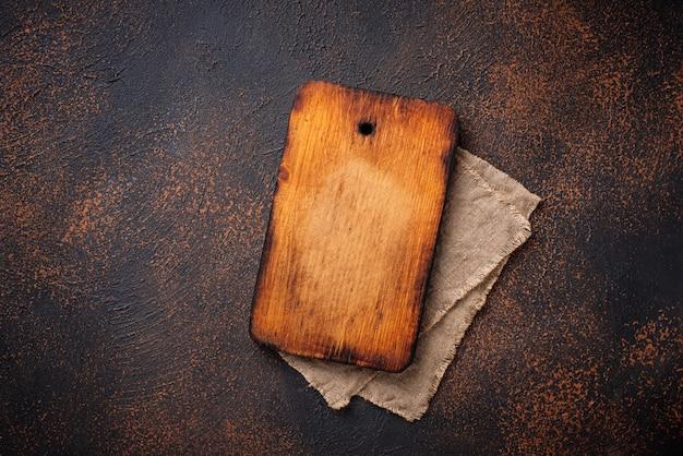 空のヴィンテージの木製まな板
